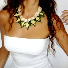 Natural Leaves Necklace   Wood, metal and Hera leaves